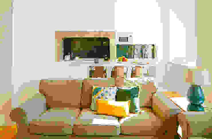 SALA DE ESTAR. SEJOUR. LIVING ROOM MA.TERIA. ARCHITECTURE SOLUTIONS Cozinhas ecléticas Azulejo Verde