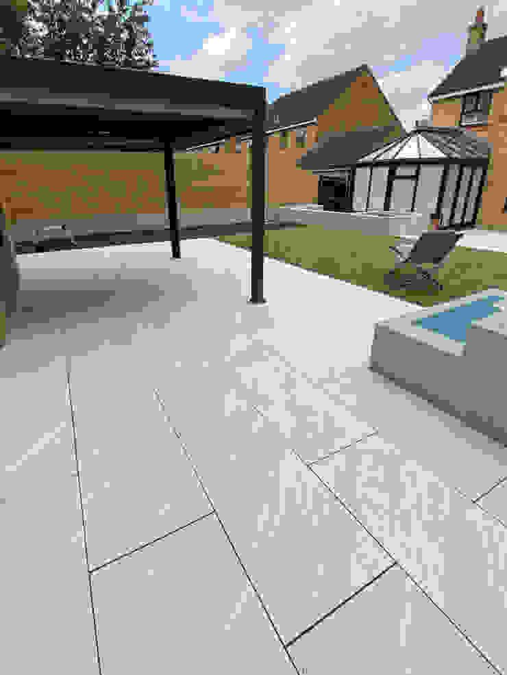 Garden Paving by Royale Stones Royale Stones Limited Casetta da giardino