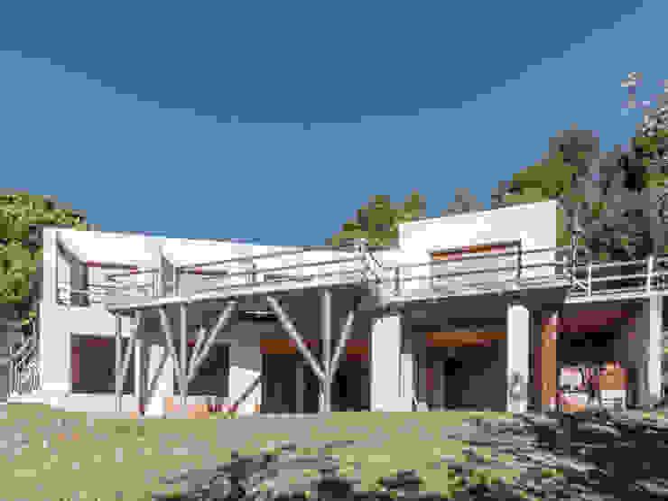Vista ESTERNA della proprietà in costruzione, VENDUTA homify Villa