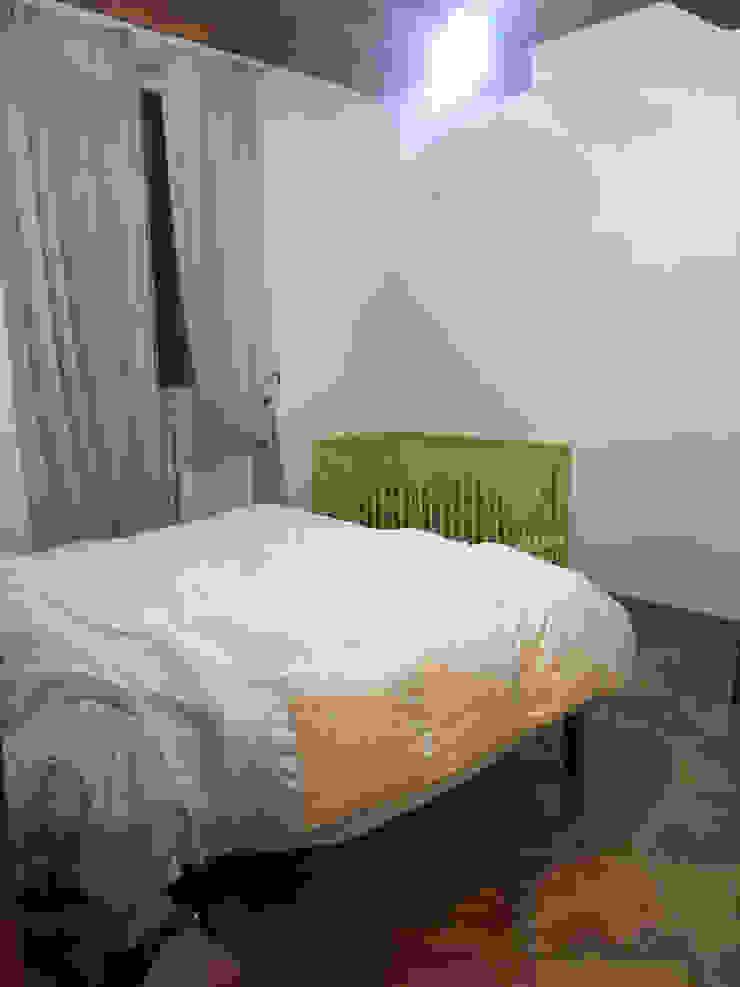 Foto CAMERA DA LETTO (lato nord) appartamento ristrutturato in vendita, PRIMA del nostro intervento PROPERTY TALES Camera da letto in stile rustico