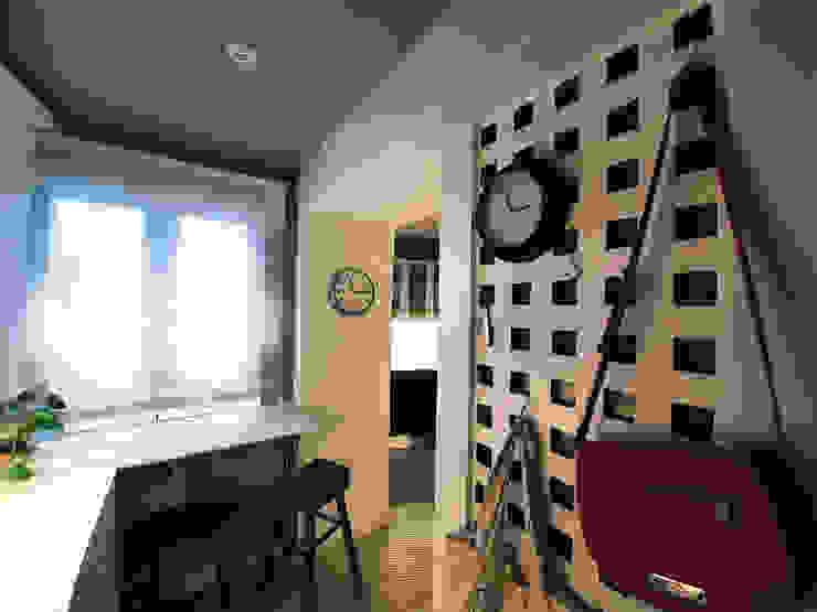Entrada Simona Garufi Pasillos, vestíbulos y escaleras de estilo moderno
