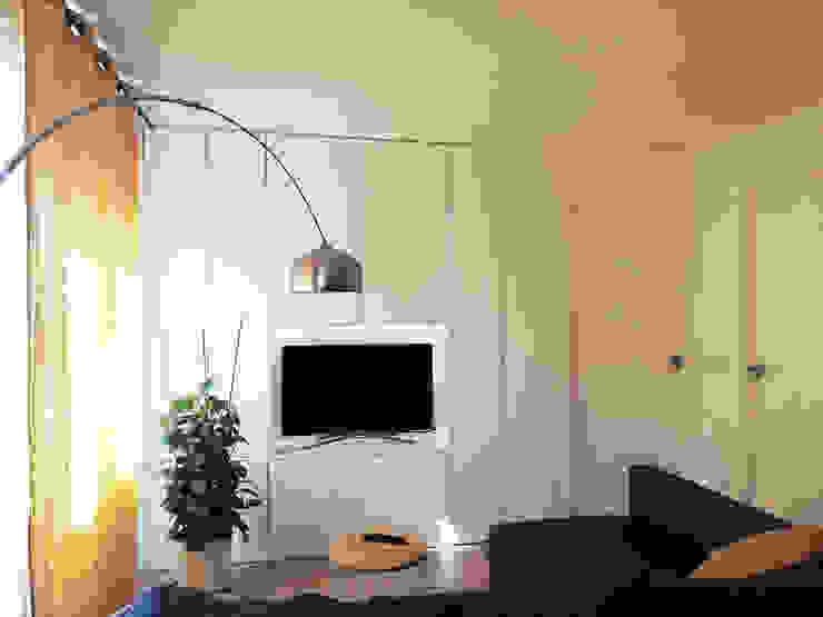 Salón Simona Garufi Paredes y suelos de estilo moderno