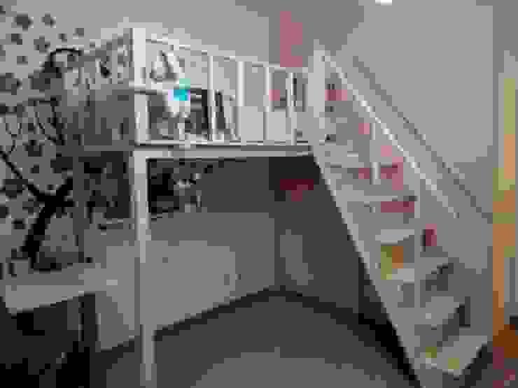 Cama de madeira alta feita à medida Home 'N Joy Remodelações Quartos de rapariga Madeira Acabamento em madeira