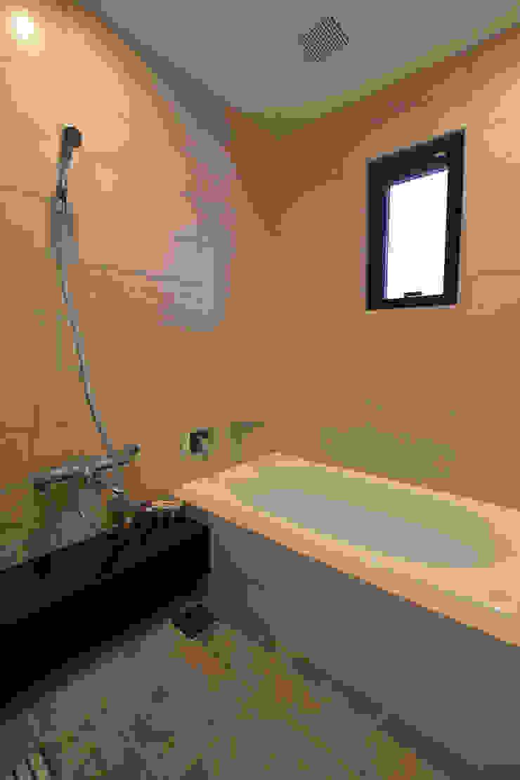 浴室 Style Create モダンスタイルの お風呂 タイル ベージュ