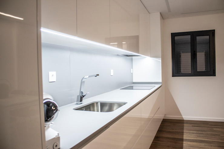 Plan-C Technologies Lda Modern kitchen