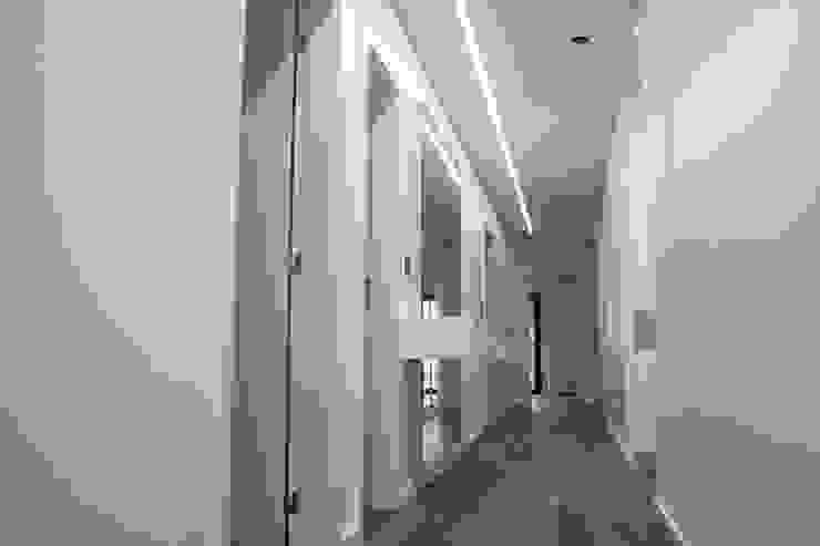Plan-C Technologies Lda Modern corridor, hallway & stairs