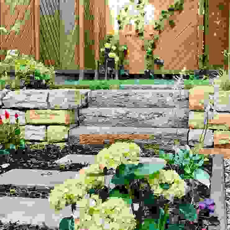 ein kleines GartenWERK GartenWERK - Tobias Erb Rustikaler Garten Sandstein Beige