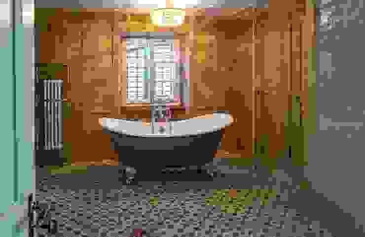 Badezimmer im Landhausstil Traditional Bathrooms GmbH Badezimmer im Landhausstil