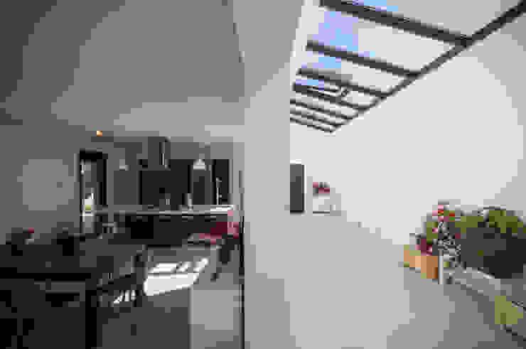 Ampliación y reforma integral de vivienda unifamiliar DoA diseño original, arquitectura Pasillos, vestíbulos y escaleras de estilo moderno