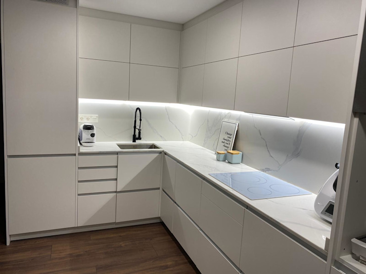 Refovert S.L. Built-in kitchens Tiles White