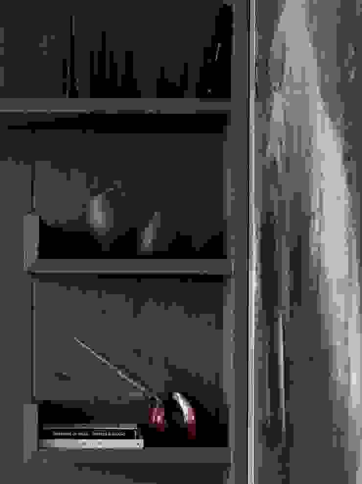 Дизайн бюро Татьяны Алениной Living roomShelves