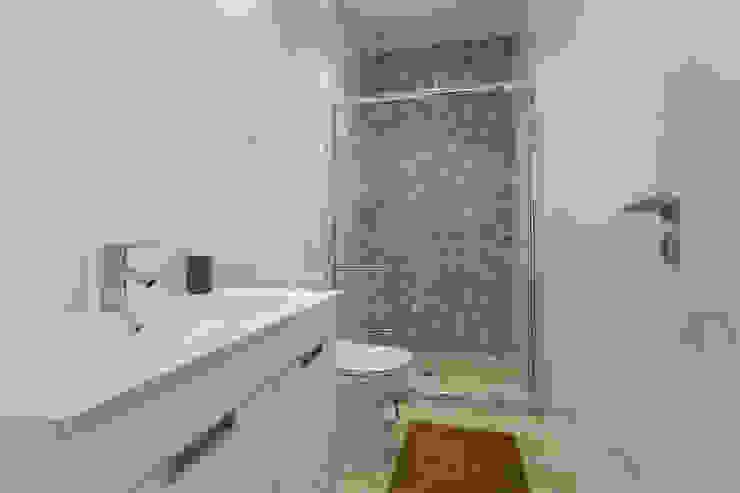Janine Martins - Consultora Imobiliária   Arquitecta   Home Staging Kamar Mandi Modern