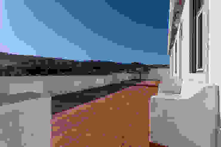 Janine Martins - Consultora Imobiliária   Arquitecta   Home Staging Balkon, Beranda & Teras Modern