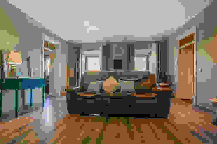 Janine Martins - Consultora Imobiliária   Arquitecta   Home Staging Ruang Keluarga Modern