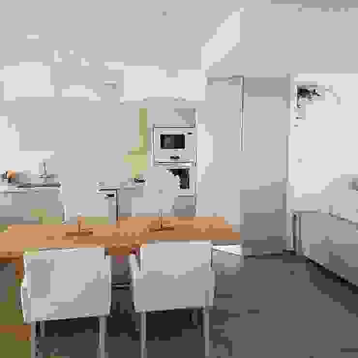 Küche Hemme & Cortell Construcciones S.L. Mediterrane Küchen Holzspanplatte Beige