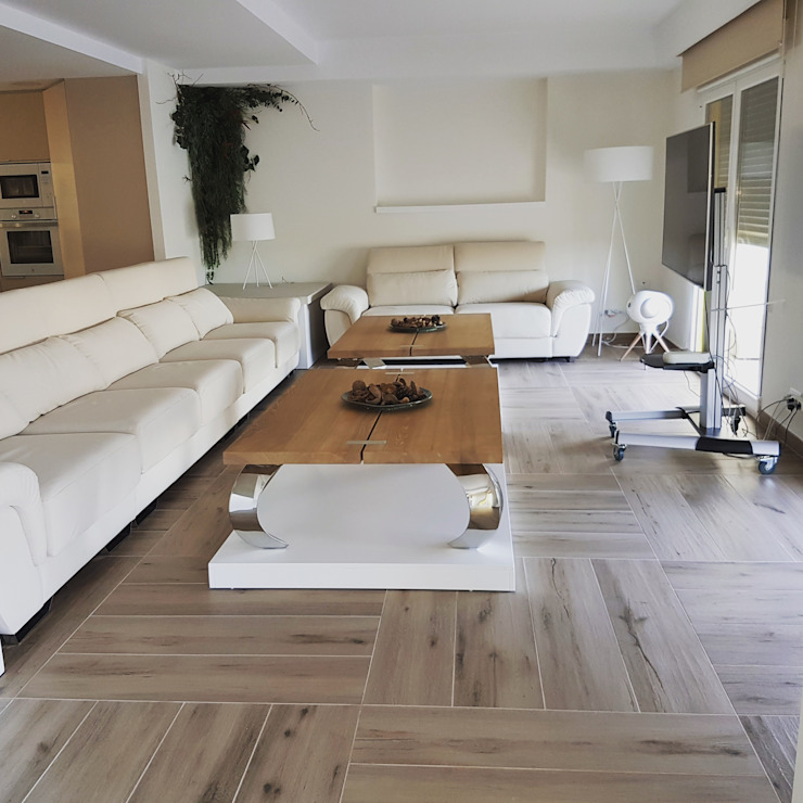 Hemme & Cortell Construcciones S.L. Mediterranean style living room Tiles Wood effect