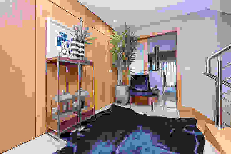 Janine Martins - Consultora Imobiliária | Arquitecta | Home Staging Modern corridor, hallway & stairs