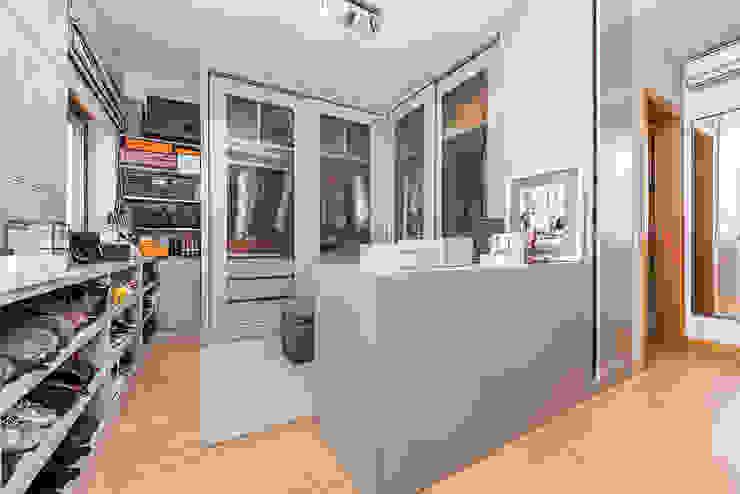 Janine Martins - Consultora Imobiliária | Arquitecta | Home Staging Modern Dressing Room