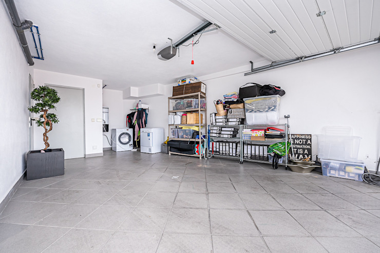 Janine Martins - Consultora Imobiliária | Arquitecta | Home Staging Modern Garage and Shed