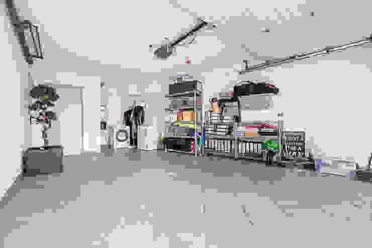 Janine Martins - Consultora Imobiliária | Arquitecta | Home Staging Modern garage/shed