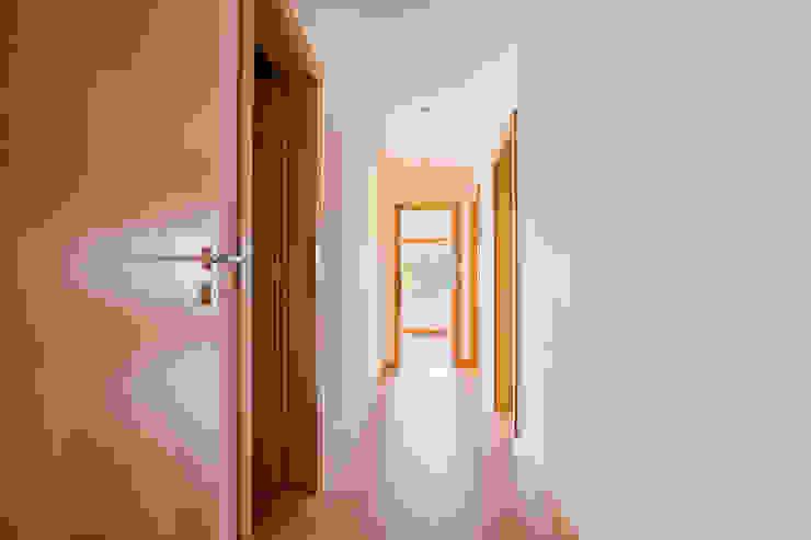 Janine Martins - Consultora Imobiliária | Arquitecta | Home Staging Koridor & Tangga Modern
