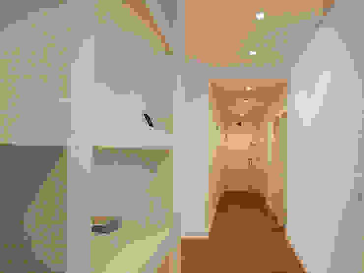 Hall de Entrada ARCHDESIGN LX Corredores, halls e escadas modernos MDF Branco