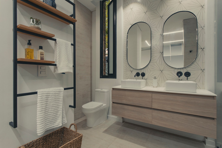 Adrede Diseño Mediterranean style bathrooms Ceramic White