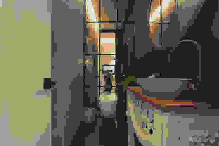 Adrede Diseño Rustic style bathroom Concrete Grey