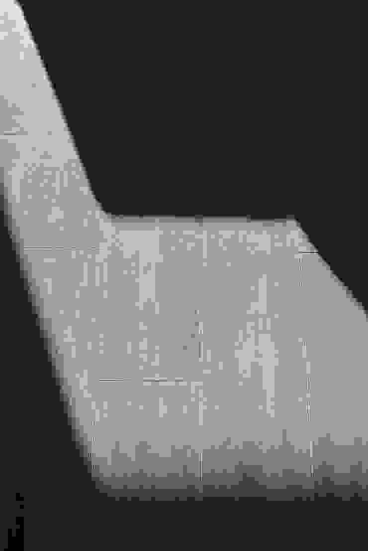 NEXUM ADAPTA SL Modern corridor, hallway & stairs Ceramic Wood effect