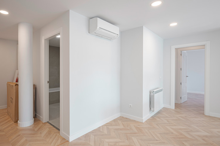 NEXUM ADAPTA SL Minimalist corridor, hallway & stairs