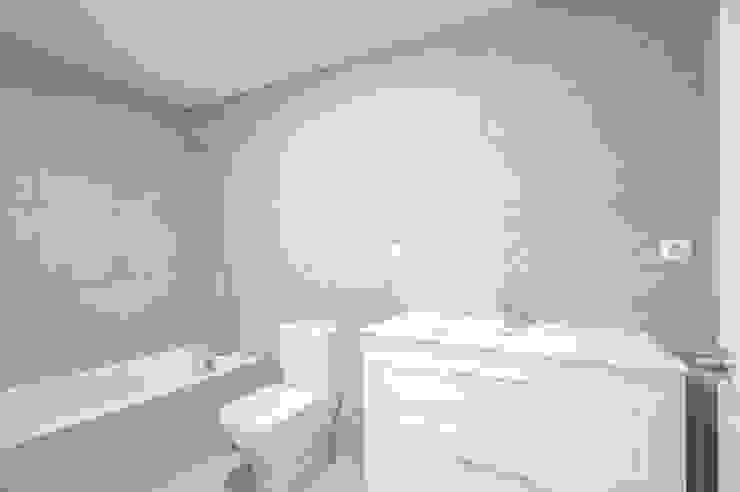 NEXUM ADAPTA SL Minimalist bathroom