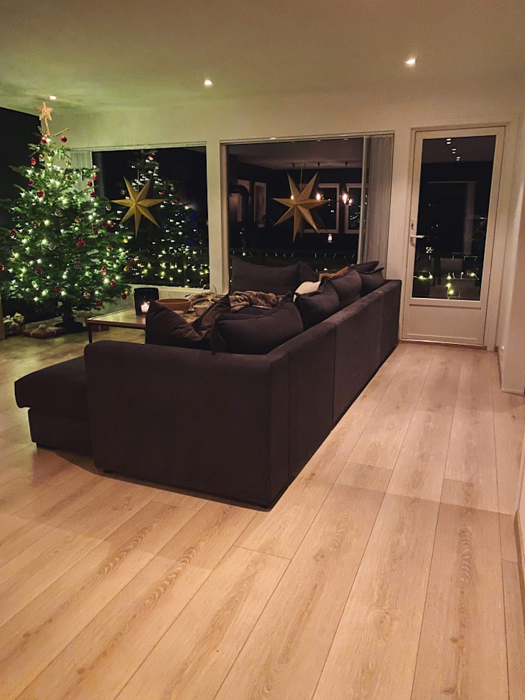 Stylish Open plan living room, London STAAC Modern living room Tiles Black