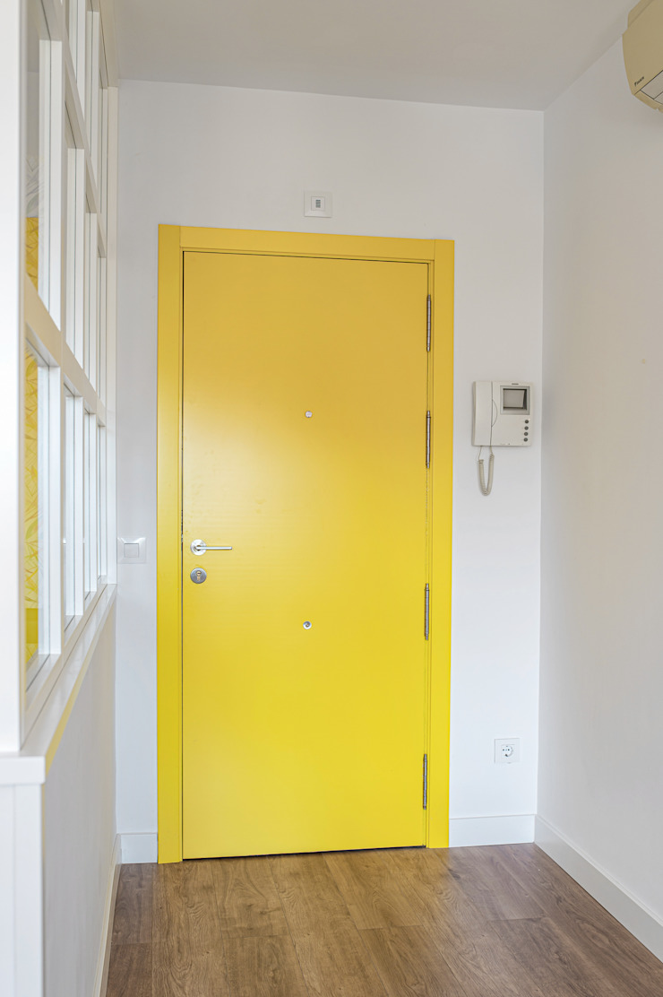 NEXUM ADAPTA SL Modern style doors Yellow