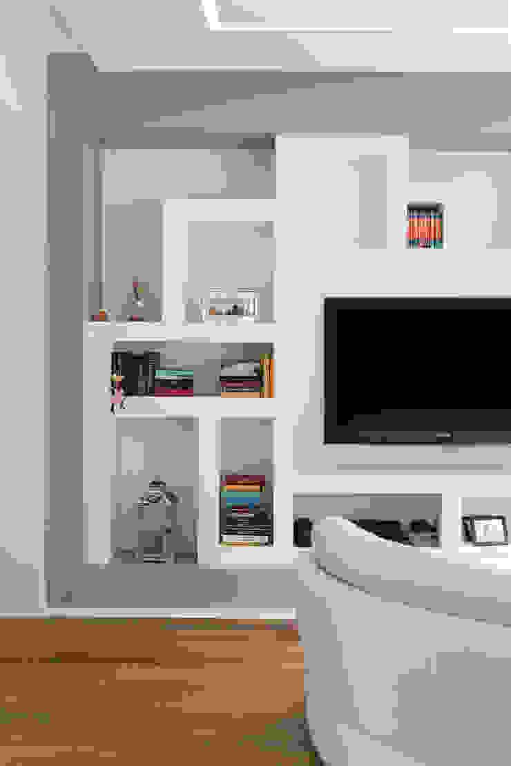 Andrea Orioli Salas de estilo minimalista Concreto Gris