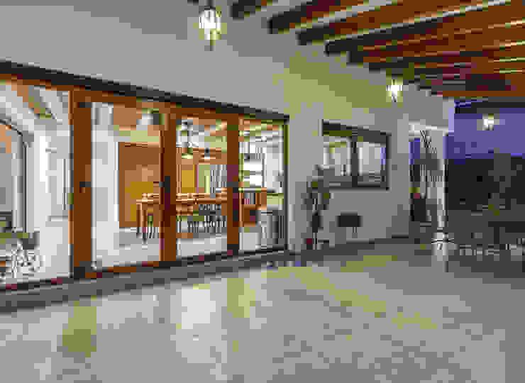 SANTIAGO PARDO ARQUITECTO Balcone, Veranda & Terrazza in stile classico