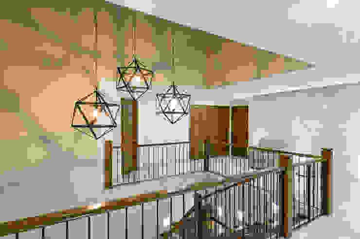 SANTIAGO PARDO ARQUITECTO Ingresso, Corridoio & Scale in stile classico