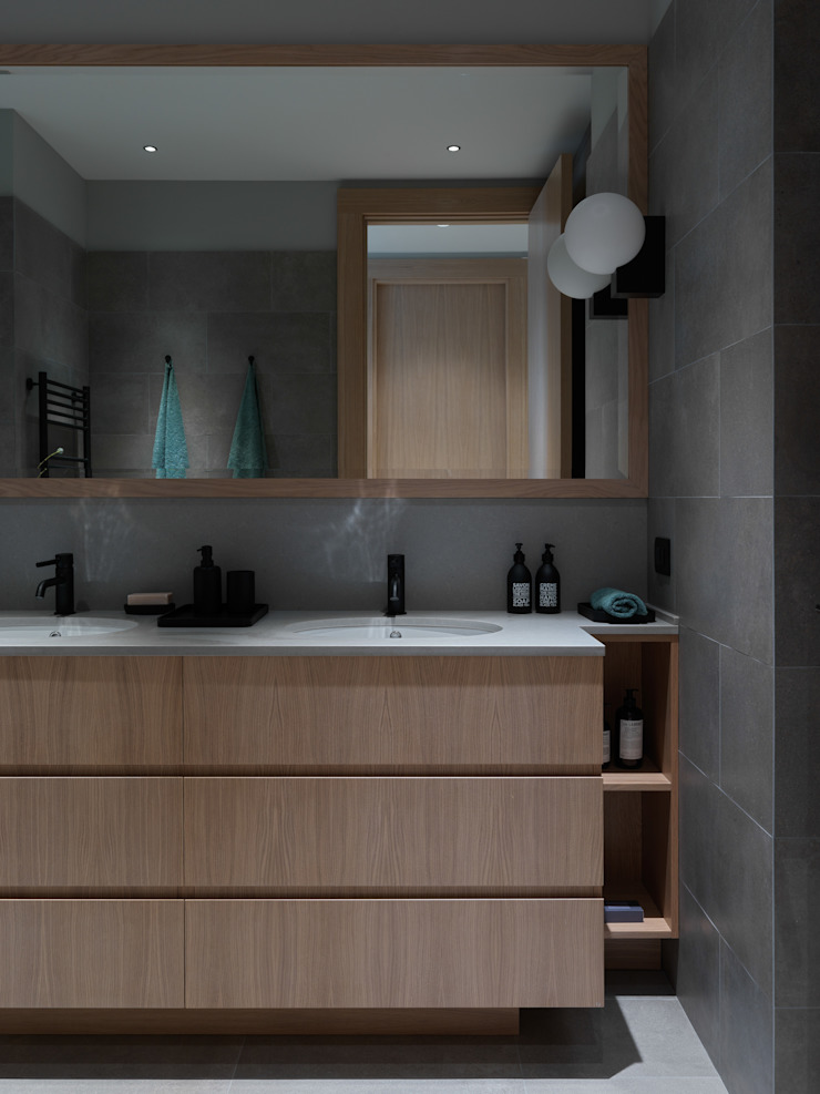 Дизайн бюро Татьяны Алениной Modern bathroom Grey