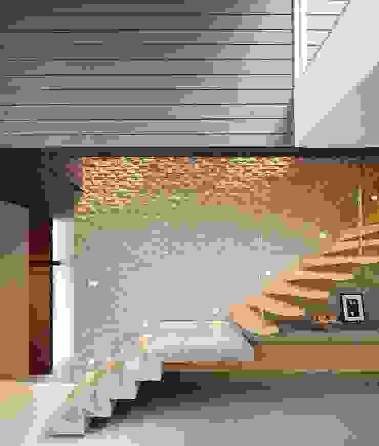 كاسل للإستشارات الهندسية وأعمال الديكور والتشطيبات العامة Stairs MDF Amber/Gold