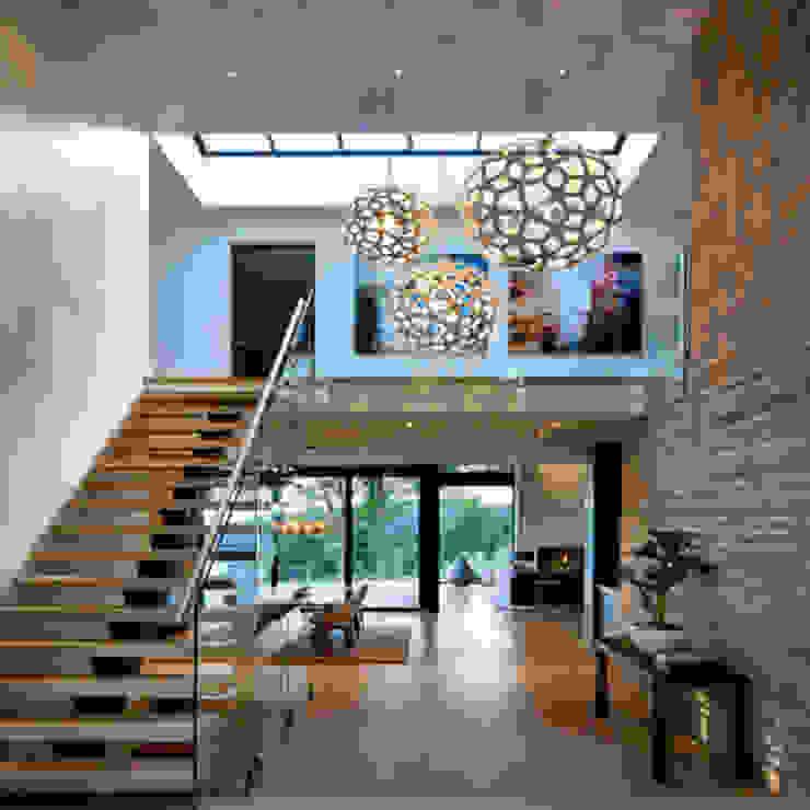 كاسل للإستشارات الهندسية وأعمال الديكور والتشطيبات العامة Corridor, hallway & stairsStairs Feathers Blue