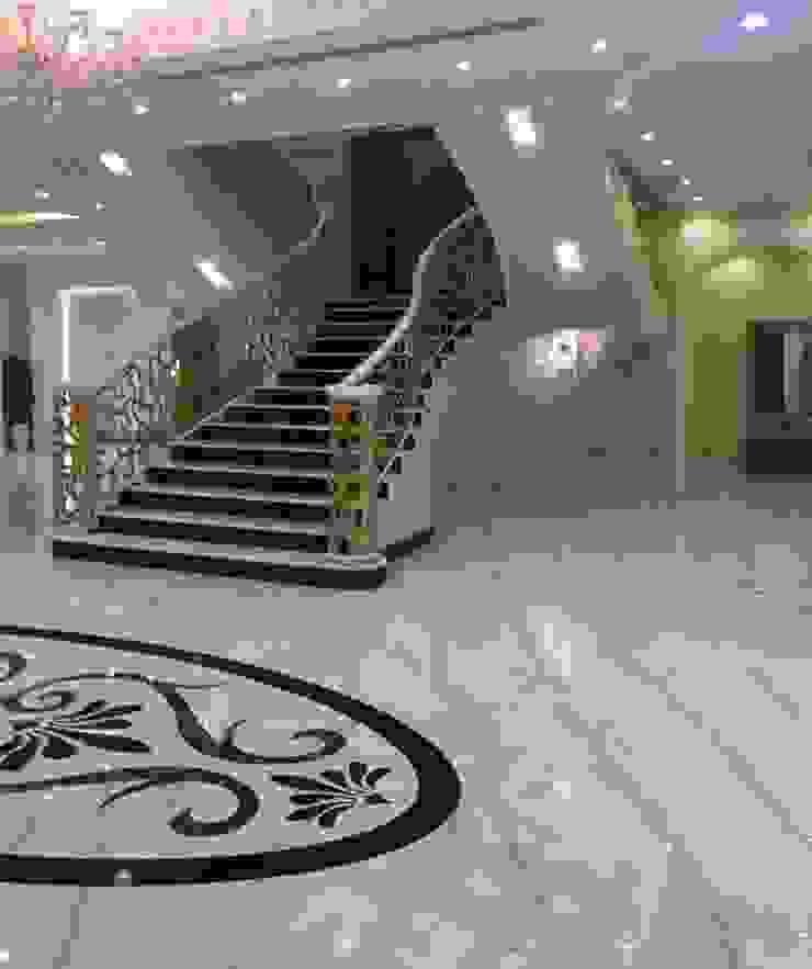 كاسل للإستشارات الهندسية وأعمال الديكور والتشطيبات العامة Modern corridor, hallway & stairs Marble Brown