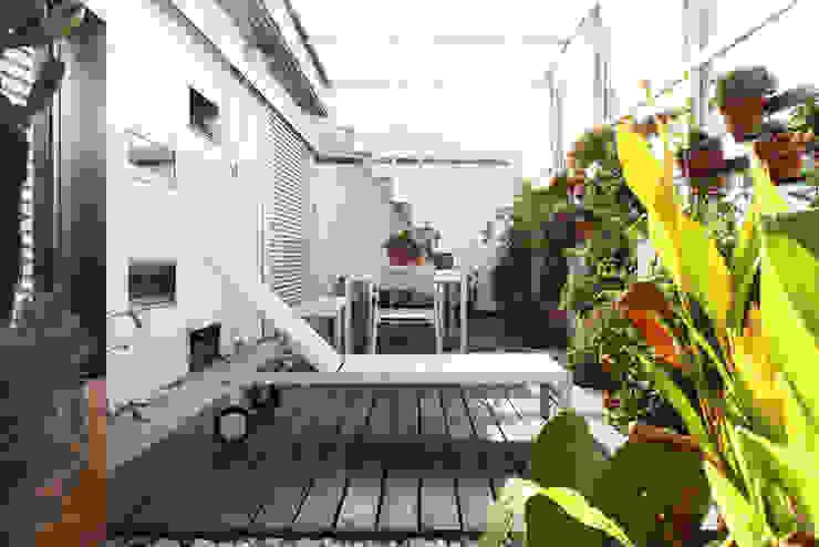 terrazas verdes Giudecca Arquitectos Balcones y terrazas de estilo minimalista