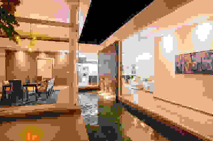 SANTIAGO PARDO ARQUITECTO Giardino con piscina