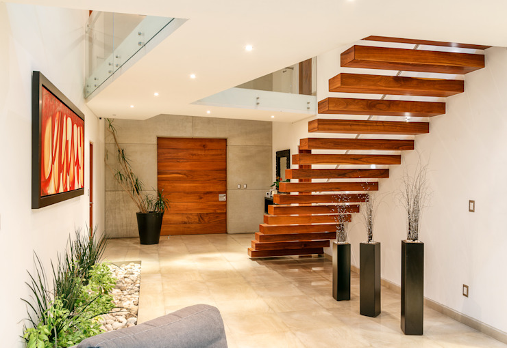 SANTIAGO PARDO ARQUITECTO Ingresso, Corridoio & Scale in stile moderno