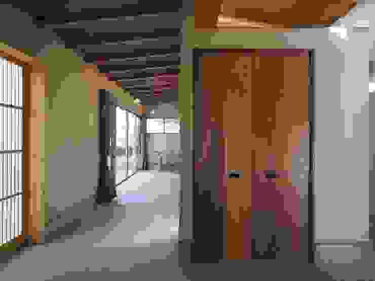 ai建築アトリエ 隨意取材風玄關、階梯與走廊