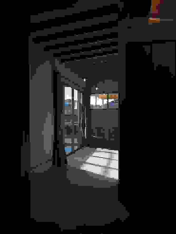 ai建築アトリエ Ausgefallener Flur, Diele & Treppenhaus