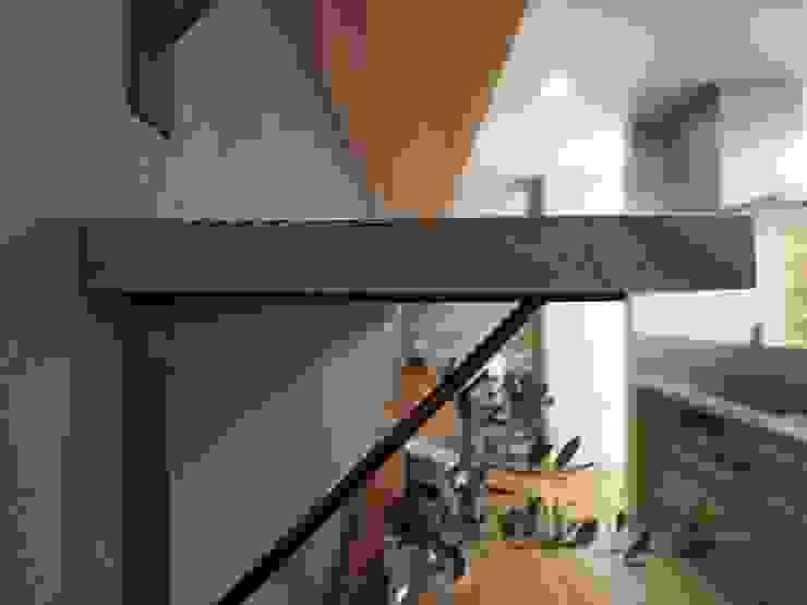 ai建築アトリエ 廚房收納櫃與書櫃 木頭