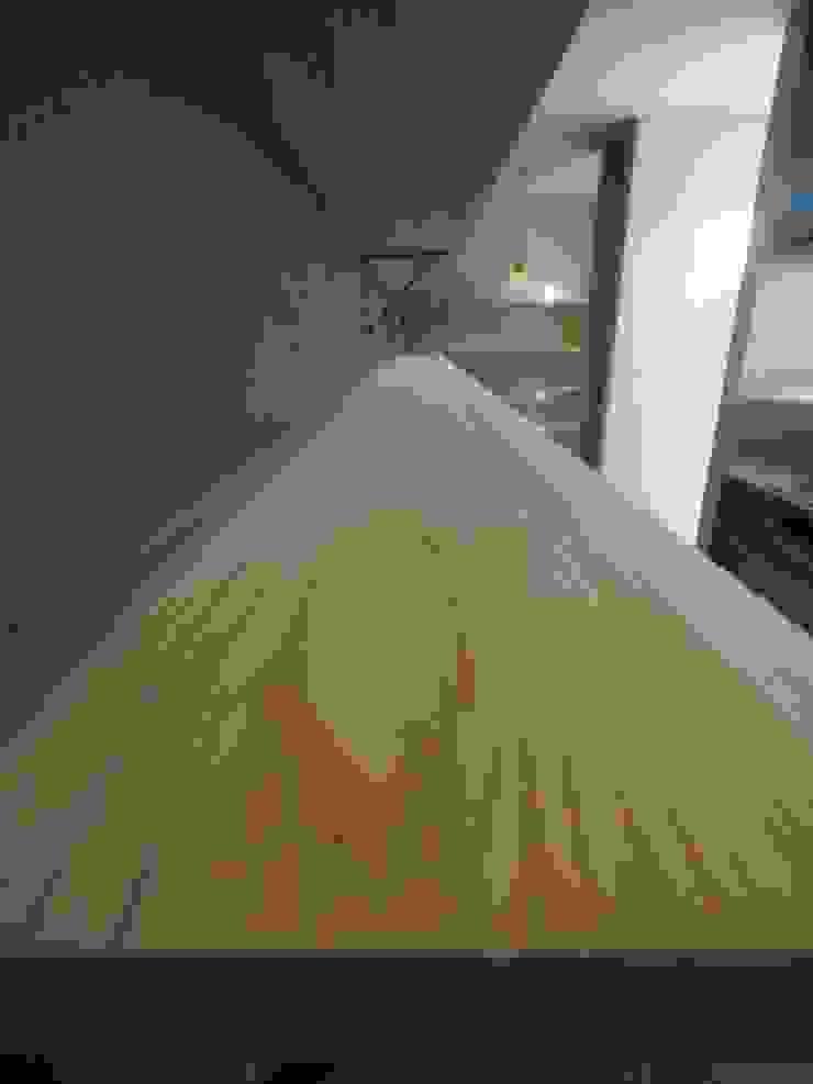 ai建築アトリエ KücheSchränke und Regale Holz