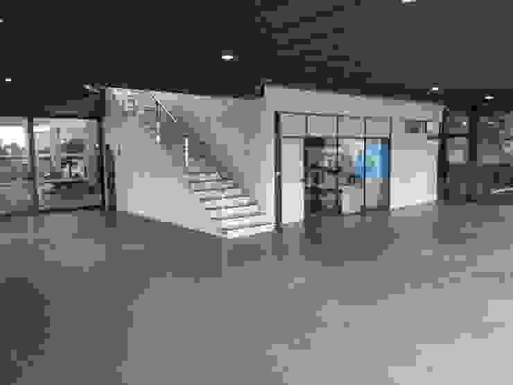 Interior concesionario ARDEIN SOLUCIONES S.L. Concesionarios de estilo moderno Blanco