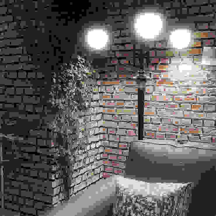 Design interni angolo muro mattoni e divano in cuoio Alessandro Chessa SoggiornoIlluminazione