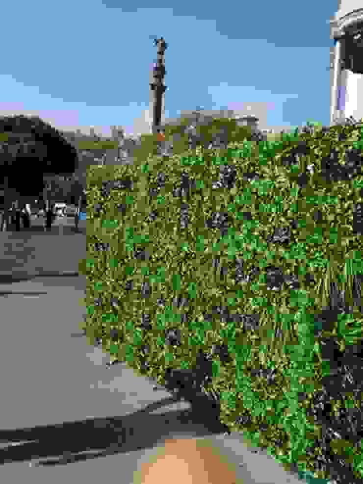 Instalación jardín vertical JARDINERIA DEL VALLES Jardines de estilo minimalista